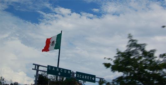 Bandera de México en Cancún